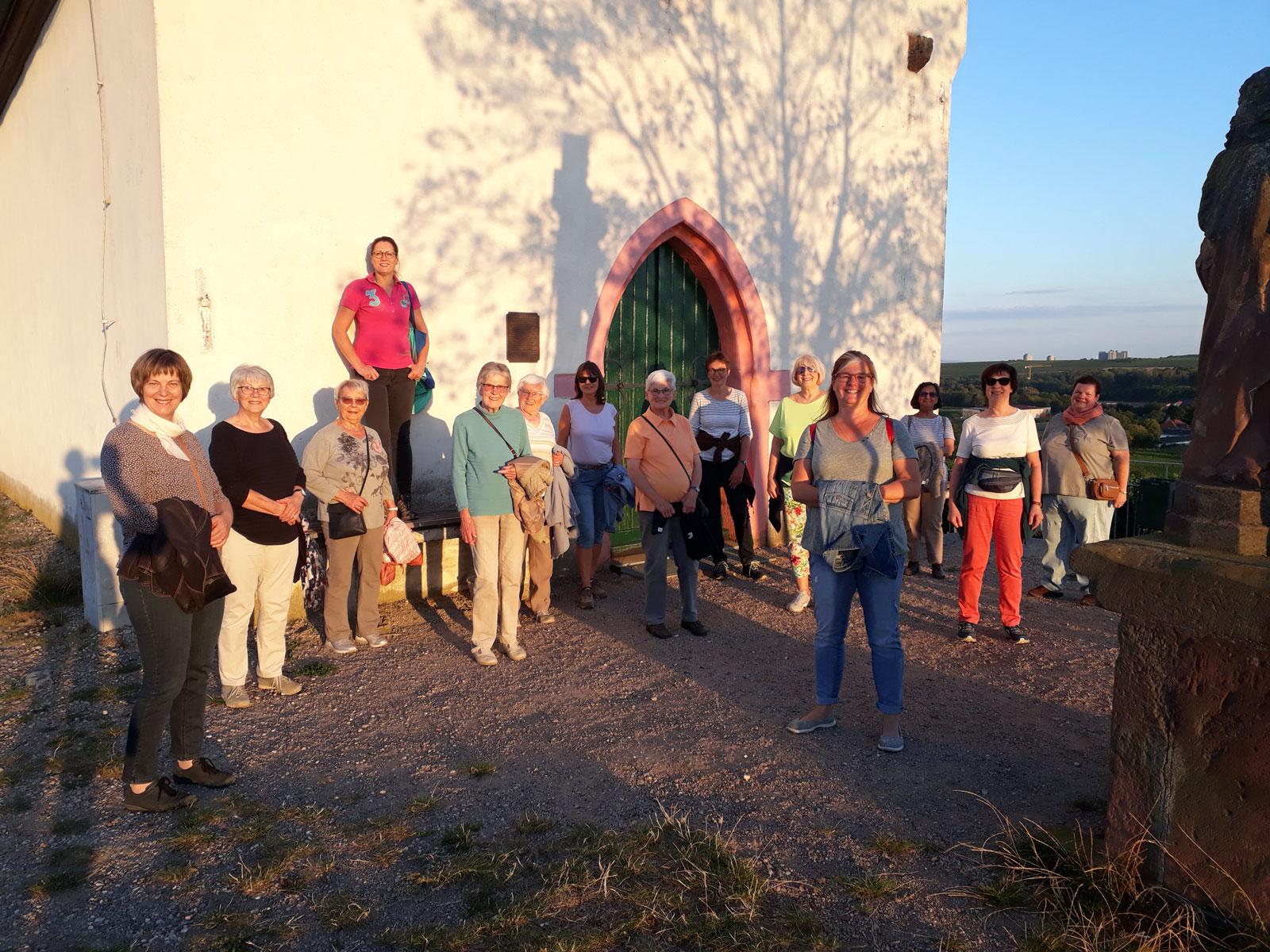 Gruppenfoto vor Klausenbergkapelle