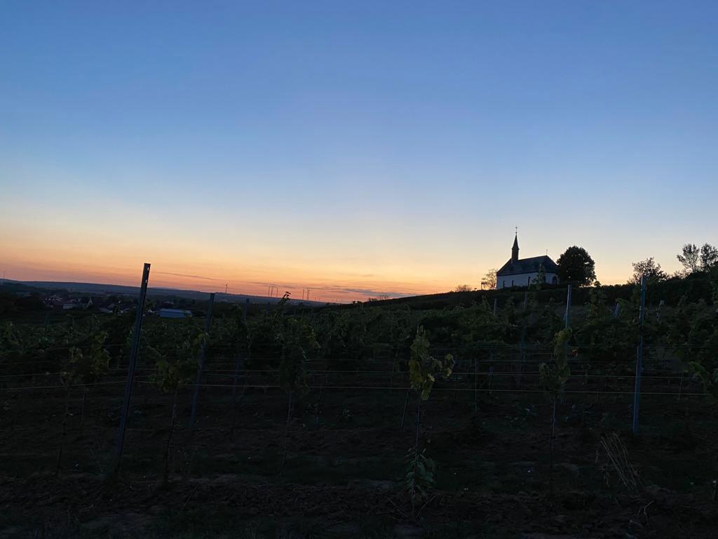 Abenddämmerung mit Klausenbergkapelle